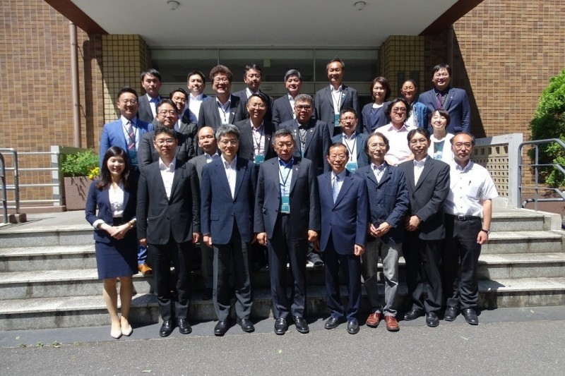 台北市長柯文哲訪日第三天,和多位東京大學學者進行早餐會。(台北市政府提供)