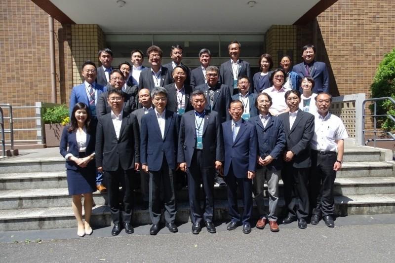 台北市長柯文哲訪日第三天,與東京大學多名學者進行早餐會與閉門座談。(台北市政府提供)