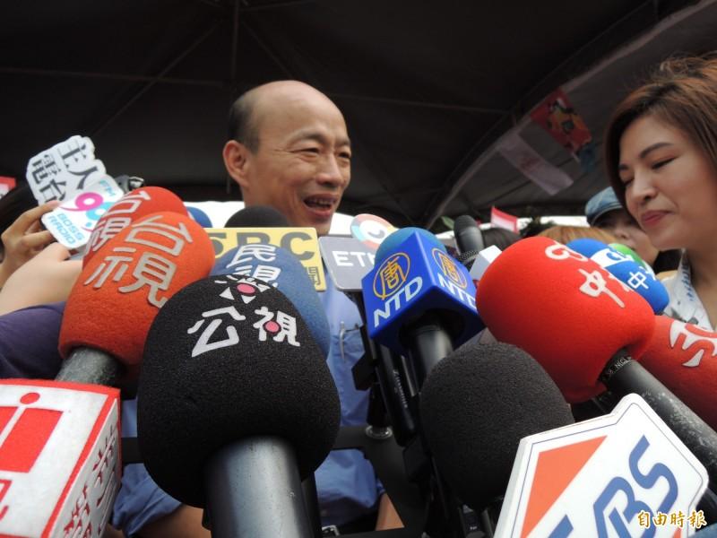 被柯文哲酸政治100、經濟0分,韓國瑜笑兩聲後表示尊重他的說法。(記者王榮祥攝)