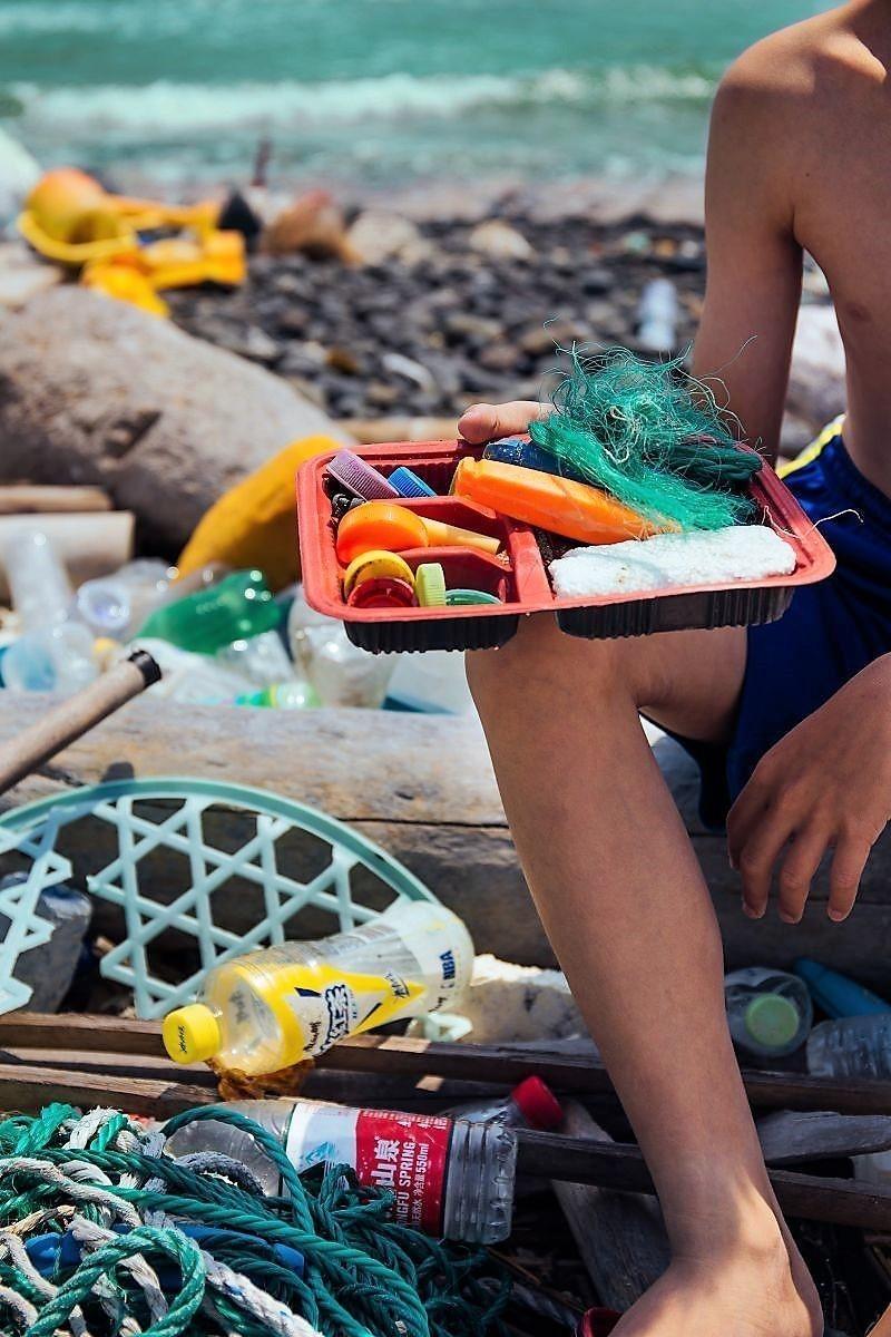 蘇文妤用鏡頭控訴人類的貪婪,讓垃圾淹沒美麗的海岸線。(蘇文妤提供)