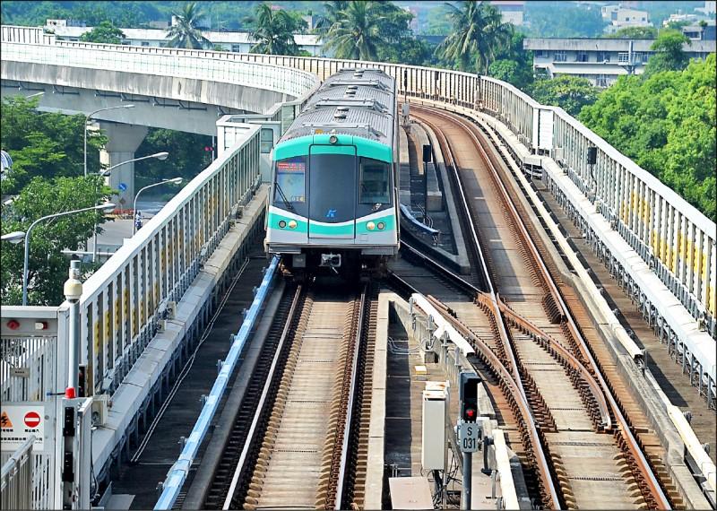 高雄市民非常期待的高雄捷運黃線,中央補助八百億元,未來串聯現有捷運路線,將形成便捷密集的交通路網。(資料照)