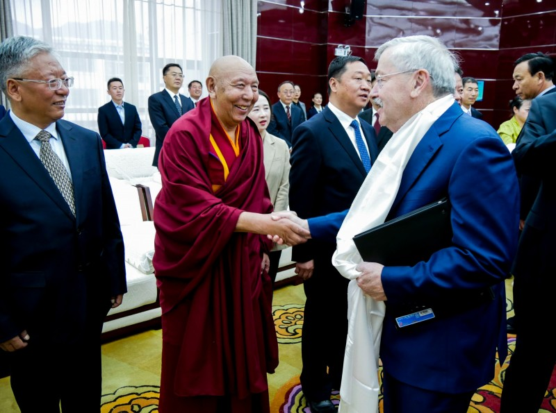 美國駐中大使布蘭斯塔德於過去一週訪問西藏及青海,他也敦促北京在無先決條件下,與達賴喇嘛或其代表進行實質性對話。(法新社)
