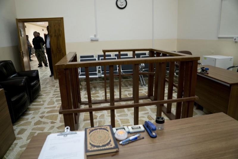 伊拉克法院今(26)日宣判,3名法籍男子涉加入恐怖組織伊斯蘭國(IS)有罪將處以死刑,30天內可上訴。圖為伊拉克法庭。(美聯社)