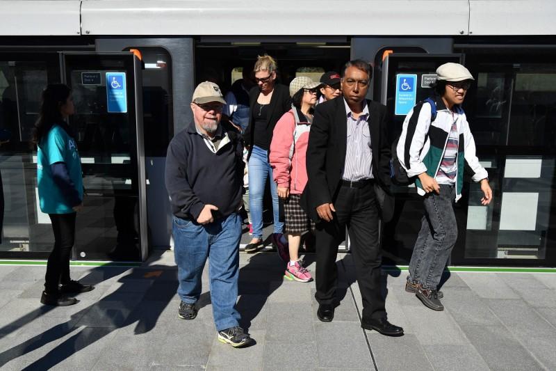雪梨地鐵西北線26日通車,開放後3小時後約有4.2萬乘客體驗了搭載無人駕駛系統的地鐵。(歐新社)