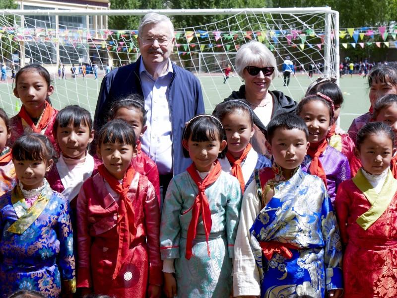 美國駐中大使布蘭斯塔德於過去一週訪問西藏及青海,他在出訪期間曾針對中國政府干預西藏佛教徒宗教自由,以及外界不能自由出入西藏自治區表達擔心。(美聯社)