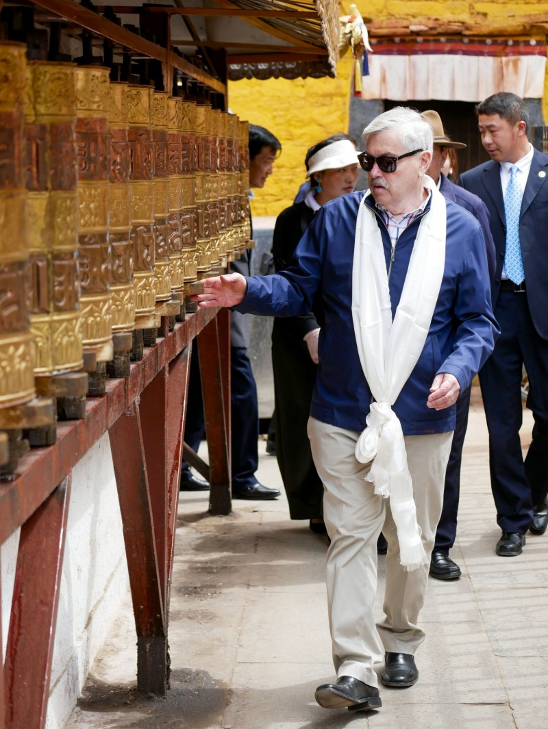 美國駐中大使布蘭斯塔德於過去一週訪問西藏及青海,他也敦促北京在無先決條件下,與達賴喇嘛或其代表進行實質性對話。(美聯社)