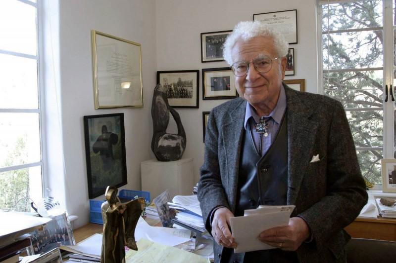 1969年諾貝爾物理獎得主「夸克之父」默里‧蓋爾曼(Murray Gell-Mann)傳出在家中逝世消息,享壽89歲。(美聯社)