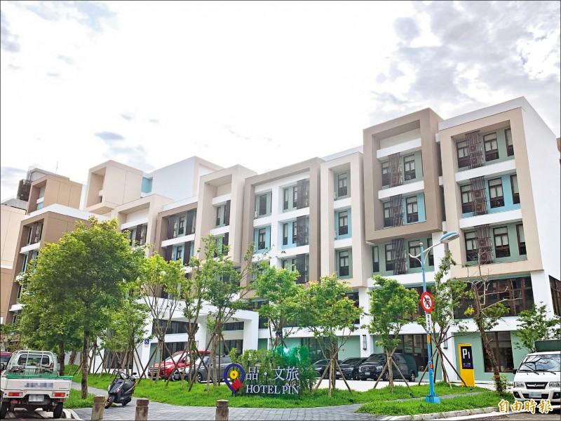 近年來越來越多飯店品牌進駐台灣,旅宿市場供過於求,競爭越來越激烈,但過去十年觀光旅館平均房價不降反升。(記者蕭玗欣攝)