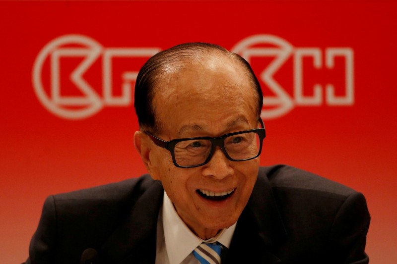 中國媒體昨(27)日發表了一篇文章,痛批他「賺錢的時候來,不賺錢的時候走人」,還認為他「掏空了商業的信用,蛀蝕了中國經濟的根基」。圖為李嘉誠。(路透)