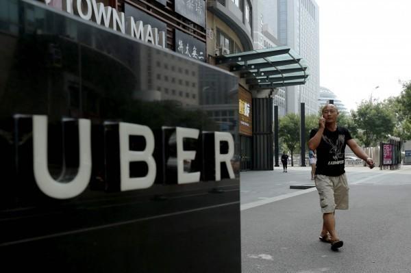 俗稱Uber條款的汽車運輸管理規則103-1可望10月上路執法,台灣計程車產業發展聯盟也希望交通部同步處理轉入地下化的LINE白牌車群組。(法新社)