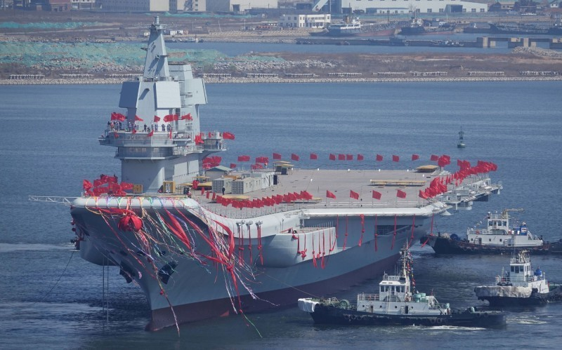 中國首艘自製航母「002型」正進行第6次海試,有分析認為,如果此次海試順利,「002型」可能直接交付海軍,投入現役。(路透)