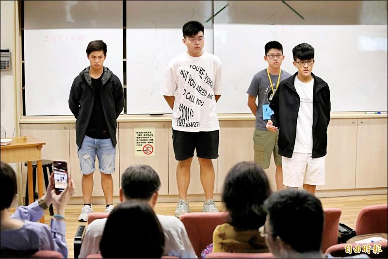永春高中英法實驗班成果發表會,全程用英文演出話劇。(記者蔡亞樺攝)