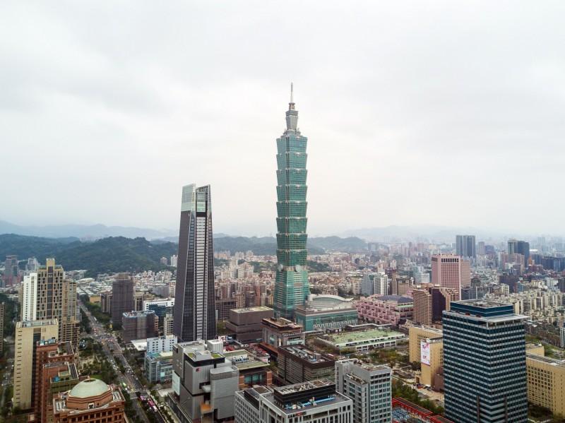 瑞士洛桑管理學院(IMD)今天公布「2019年IMD世界競爭力年報」,在全球63個國家中,前3名依序為新加坡、香港和美國,台灣排名第16,較去年上升1名,亞太競爭力位居第4。(彭博資料照)