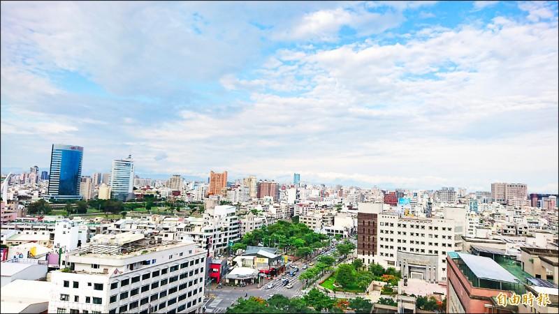 「台南市房屋稅徵收率自治條例」修正草案,將對非自住房屋採行差別稅率,但遭議會退回。 (記者劉婉君攝)