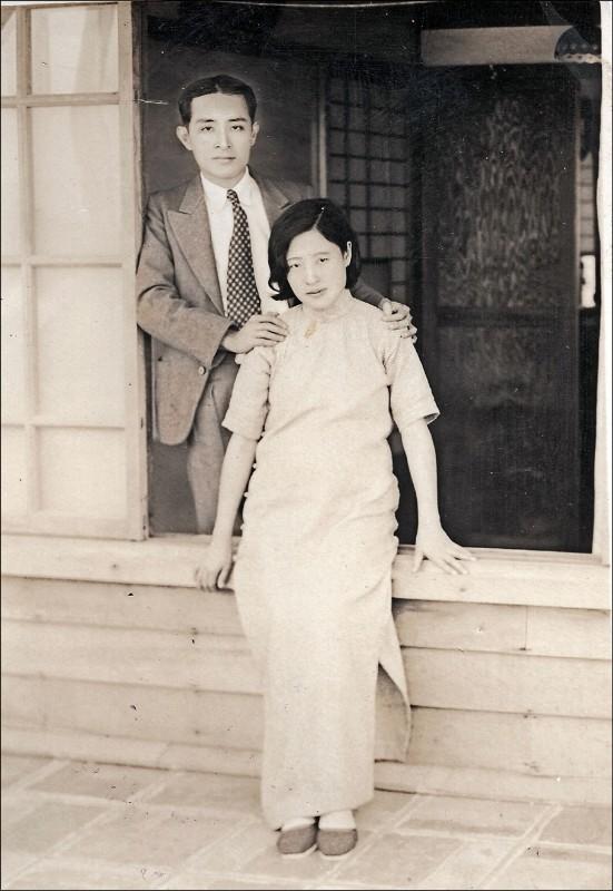 台灣第一代牙醫及率先研究飲水加氟的何瑞麟(左)。(文化局提供)