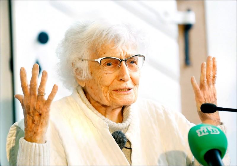 德國百歲女人瑞海瑟,本月當選德國西部萊茵蘭—普法爾茨邦基希海姆博蘭登鎮新科議員。(路透)