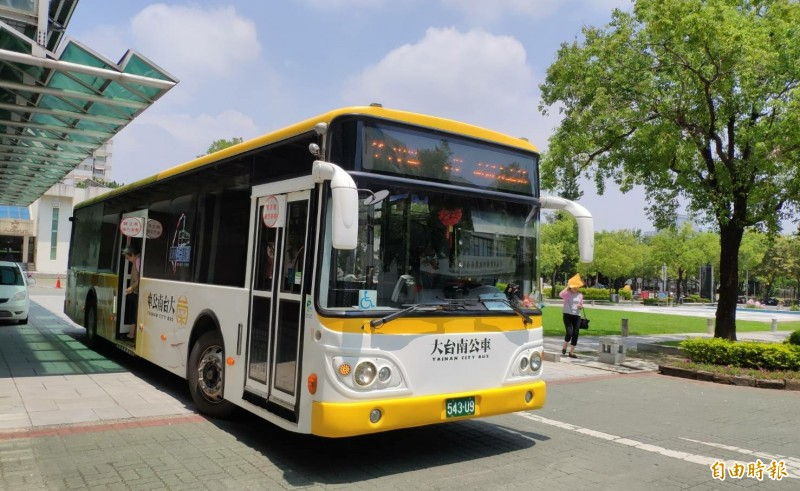 新的路線台灣好行「西濱快線」將在6月28日由新營客運啟航接手。(記者楊金城攝)