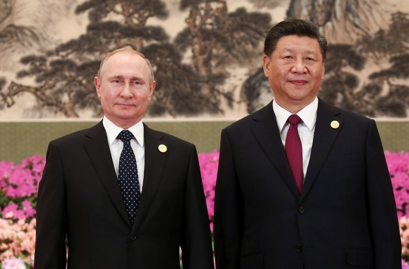 中國國家主席習近平(右)6月將出訪俄羅斯,料將與俄國總統普廷(左)簽署兩項聯合聲明。圖為4月兩人在北京出席一帶一路論壇。(歐新社)