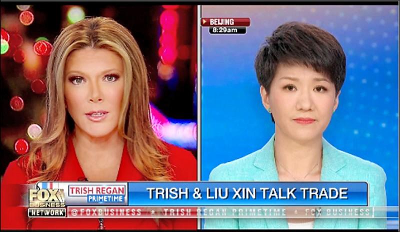 美國福斯財經新聞網女主播黎根(左)與中國環球電視網主播劉欣(右),昨就貿易戰隔空「辯論」。(取自推特)