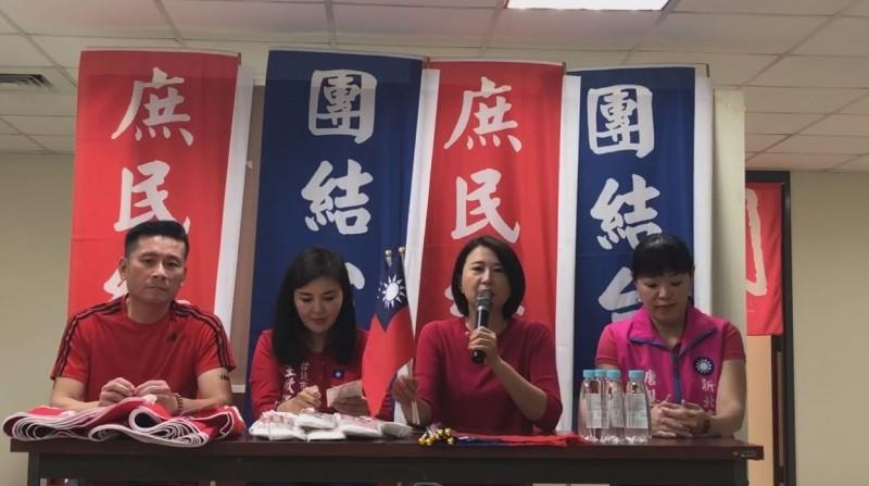 台北市議員王鴻薇、王欣儀、戴錫欽、新北市議員唐慧琳今上午公布「穿著要求」為紅色上衣。(取自王鴻薇臉書)