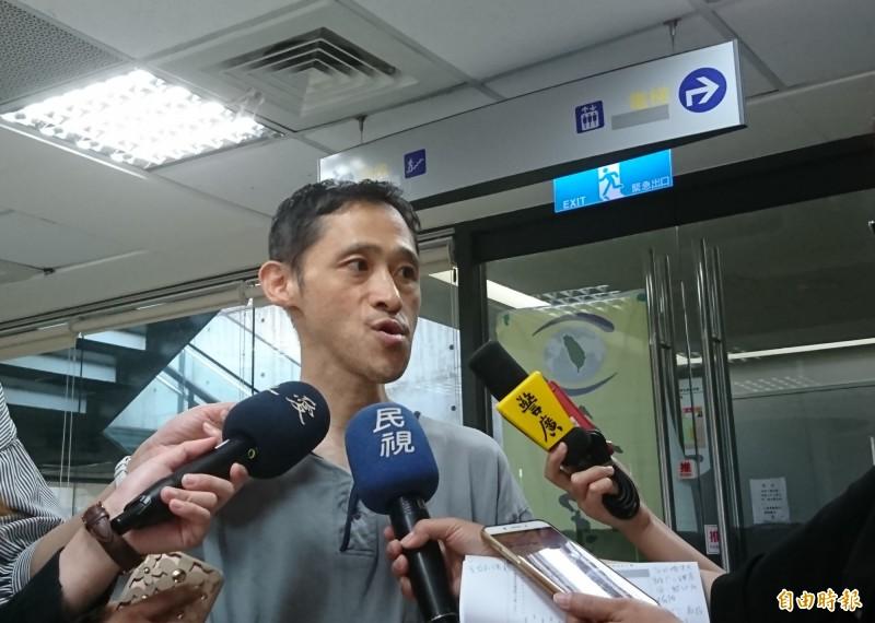 「看守台灣」認為回收場頻失火,跟資收物行情有關。(記者楊綿傑攝)