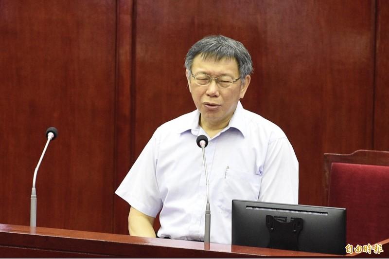 台北市長柯文哲今天在議會說,民汐線路線從新北市到台北市,沒有與任何捷運線有交會點,等於盲腸一樣沒有用,不列在優先推動,第一優先是環狀線。(記者叢昌瑾攝)