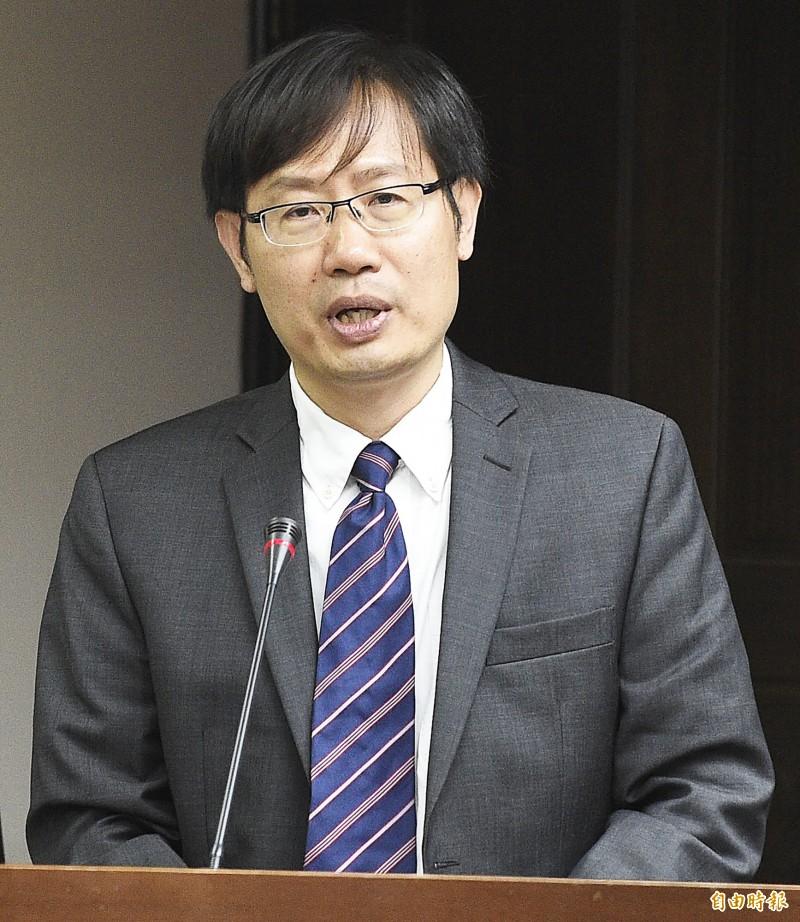 成功大學政治經濟學研究所教授洪敬富。(資料照)
