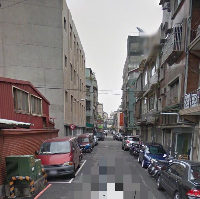 蘇姓男子今中午駕車返家時在巷口遭槍手伏擊。(擷取翻攝自Google街景)