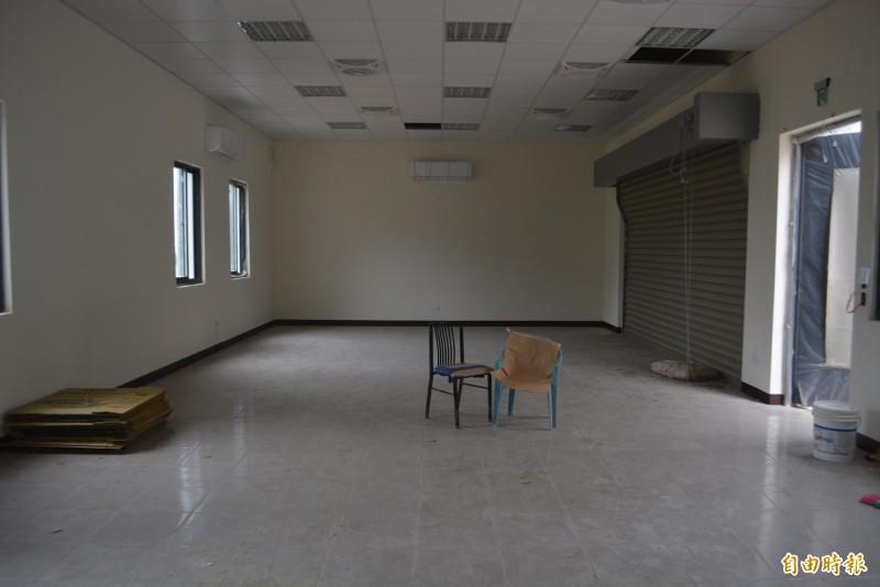 市府規劃將龍井東海里活動中心搬到新址,空間縮水一半只剩32坪。(記者陳建志攝)