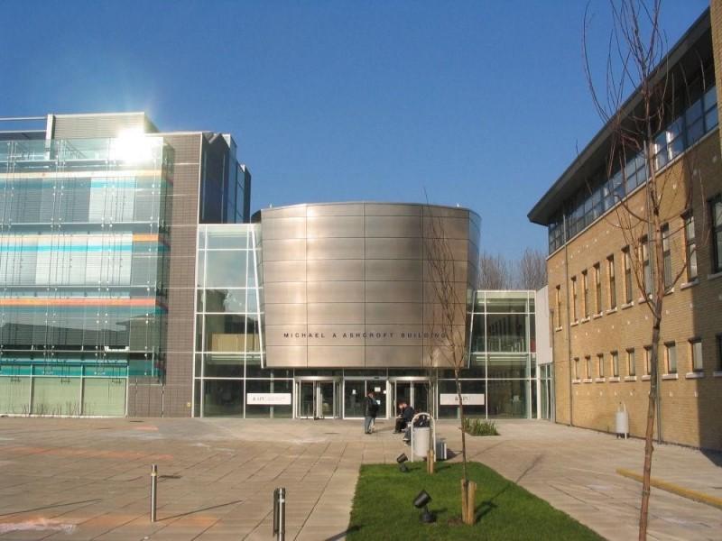 英國「安格利亞魯斯金大學」校園一景。(取自網路)