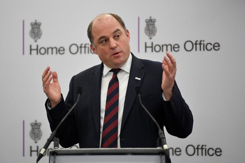 英國安全部長華萊士今日向媒體表示,英國是否使用華為5G尚未有定論。(路透)
