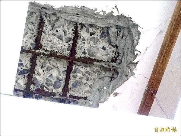 水電工夫妻買到海砂屋,天花板鋼筋裸露,還能徒手掰下水泥。圖為示意圖,與本文無關。(資料照)