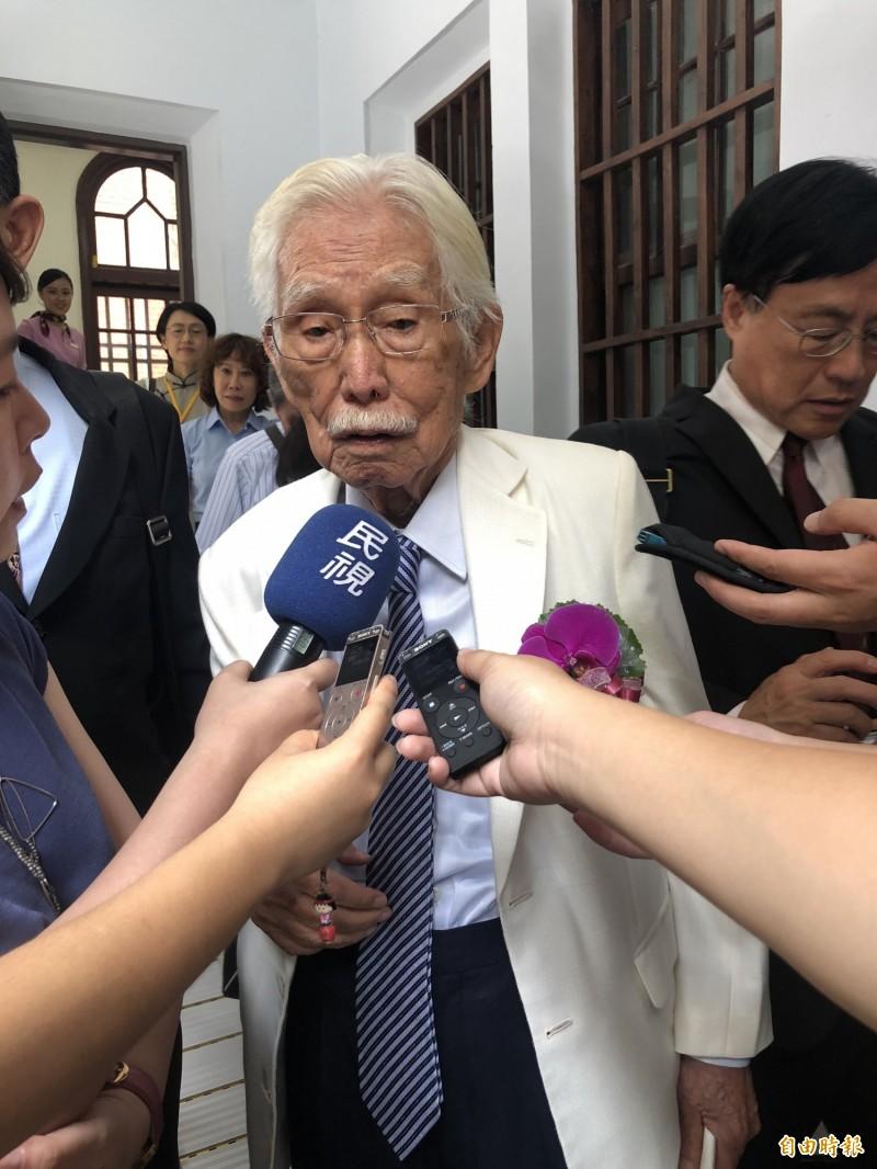 辜寬敏出席師大校慶活動,會後接受媒體聯訪。(記者陳昀攝)