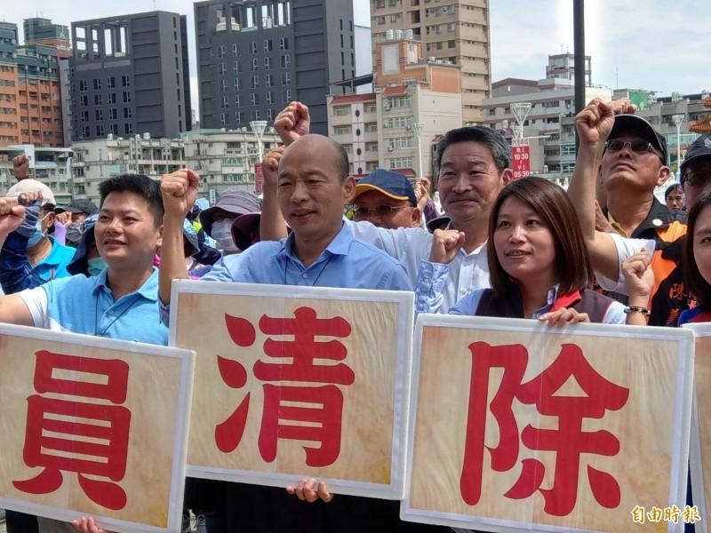 韓國瑜今下午參加登革熱警消聯合防疫動員前受訪表示5人小組問他的意願,他當場重申「Yes,I do」。(記者方志賢攝)