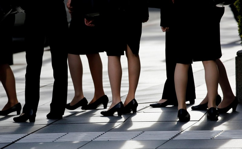 日本厚生勞動大臣根本匠今(5)日表示,高跟鞋是職場「必要的」。(法新社)