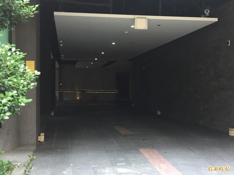 一男一女陳屍新莊區某汽車旅館房間。(記者曾健銘攝)