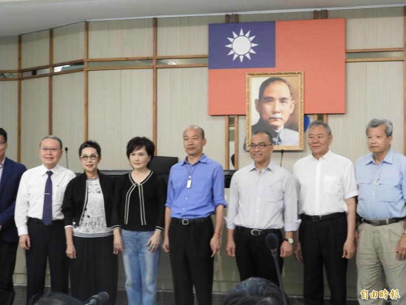 韓國瑜今天召開市府國際關係會。(記者葛祐豪攝)
