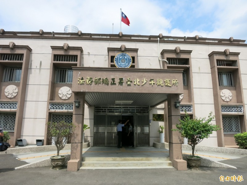 林男被關押在台北少年觀護所時,不滿同舍房的少年不與其他室友一起「打手槍」,認為少年不合群,夥同石、王姓室友霸凌被害人。(記者陳慰慈攝)