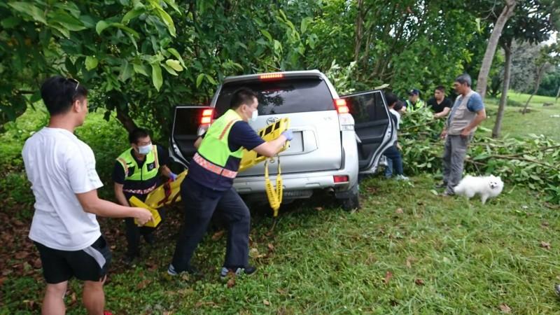 花蓮富里今下午發生1起死亡車禍,自小客車自撞路樹,後座9旬乘客送醫不治。(記者王峻祺翻攝)