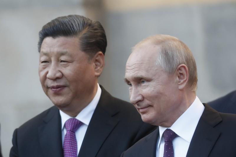 習近平(左)5日出訪俄國,展開為期3天的訪問,並與俄國總統普廷會面。(美聯社)