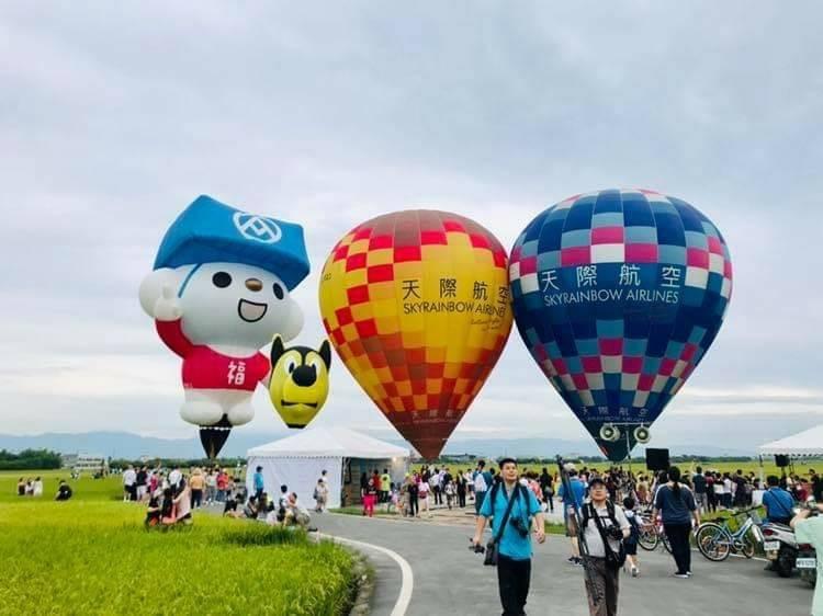 三奇村稻間美徑熱氣球今天升空。(圖由冬山鄉公所提供)