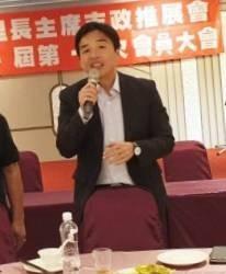 民政局長曹桓榮放下疫情不管到花蓮陪市長韓國瑜造勢。(記者蔡清華翻攝)