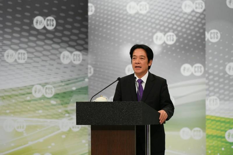 民進黨今天舉行總統初選電視政見發表會,對於提問是否比照日、韓大幅調整基本工資,賴清德表示,還是要看景氣循環。(民進黨提供)
