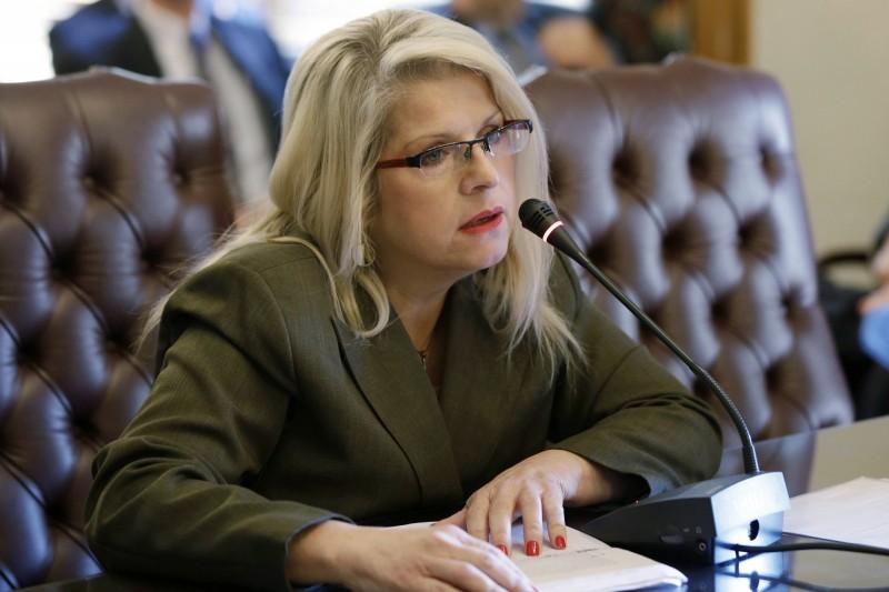 美國共和黨阿肯色州57歲前州議員科林斯-史密斯(Linda Collins-Smith),4日傳出遭槍殺後遺體被毛毯包裹,棄置於住家外。(美聯社)