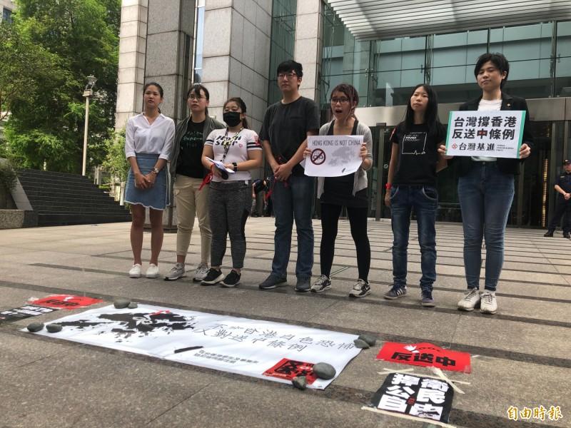 「送中條例」引爆港人憤怒,在台香港學生代表要求不應倉促修法。(記者呂伊萱攝)