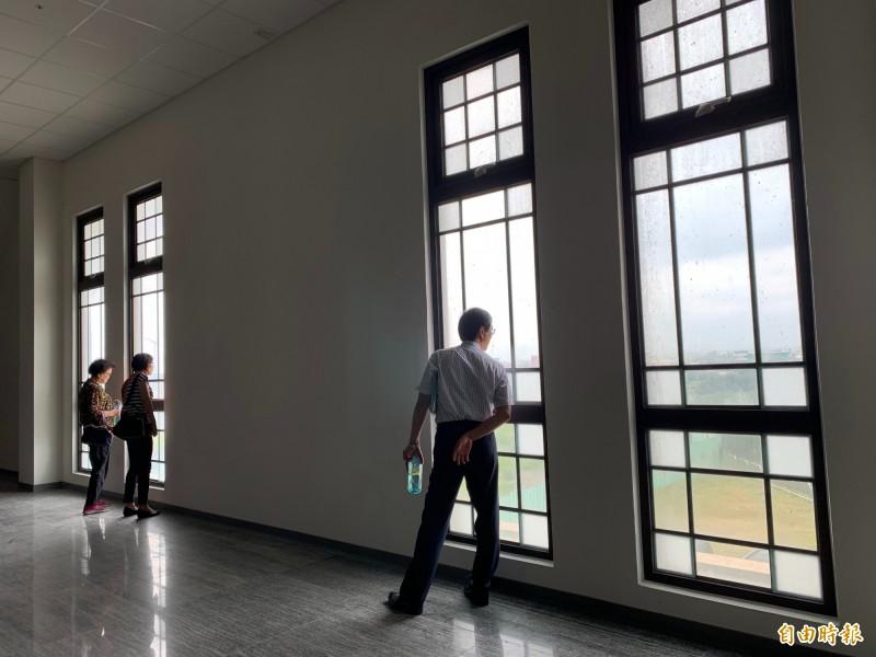 台中大安媽祖園區建物是否應加入沙雕?市府不想再花錢。(記者唐在馨攝)