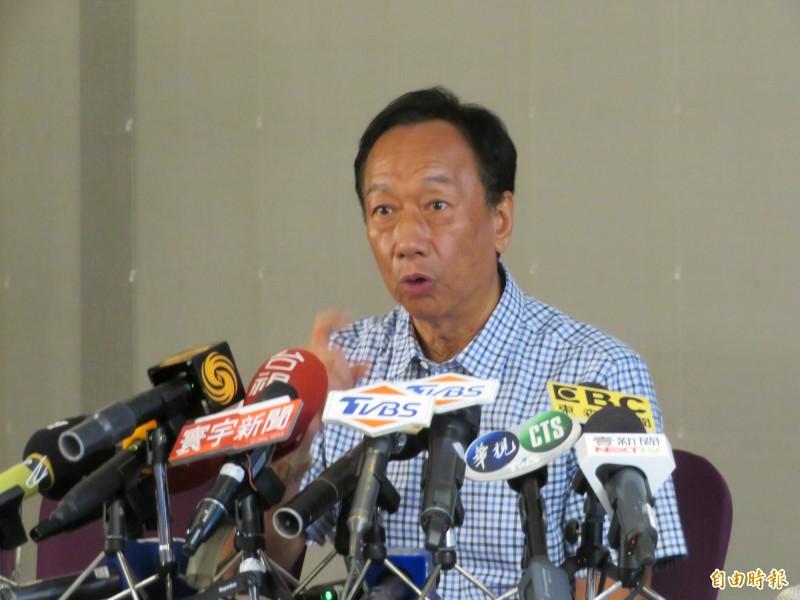 郭台銘說,國民黨的初選辦法都沒有,簽什麼東西,他還要勸所有候選人都不要簽。(記者何玉華攝)