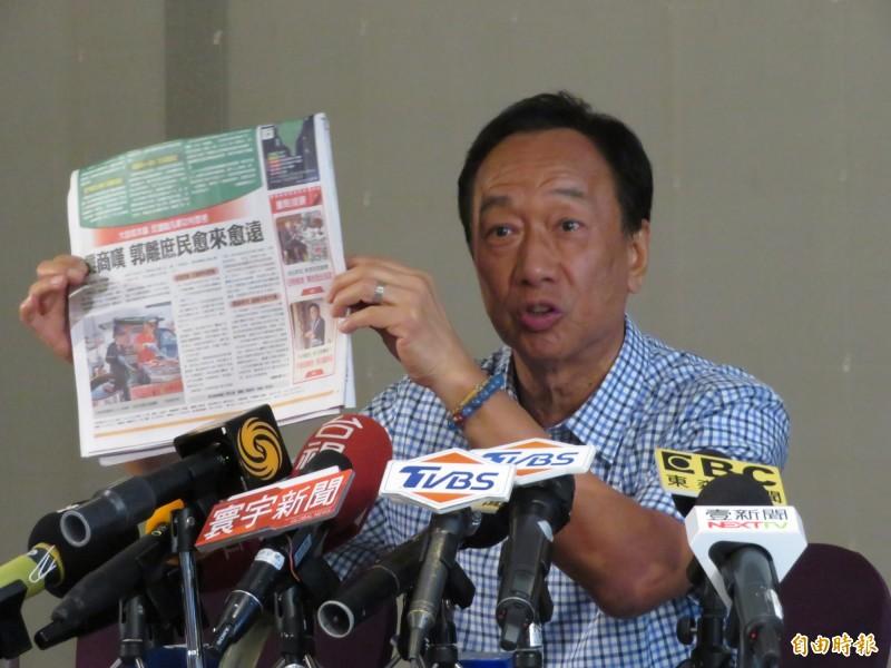 郭台銘認為,韓國瑜受到「黑郭」媒體司令部的操控。(記者何玉華攝)