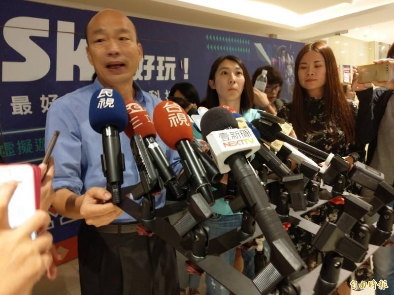 韓國瑜9日回應香港反送中遊行時聲稱「不清楚、不知道」,今下午卻改口,表示是因為受訪時剛划完龍舟,鼓聲讓他頭昏。(記者方志賢攝)