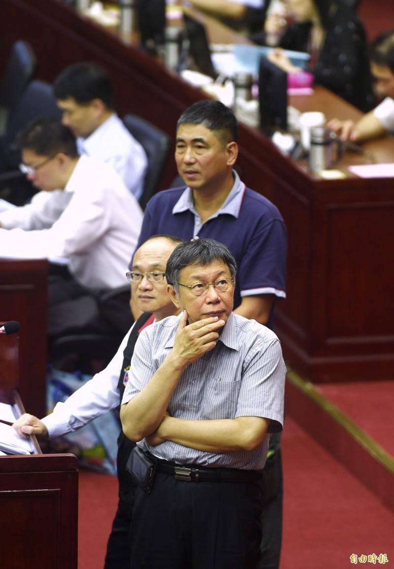台北市議會10日進行市長市政總質詢,市長柯文哲出席,接受議員質詢。(記者方賓照攝)